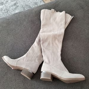 Fergie  new womens  High top lether boots size 9